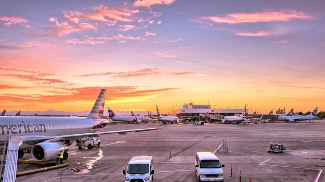 airport-airplanes